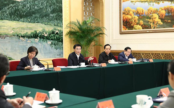 Wang Huning requires mass organizations to improve services to public