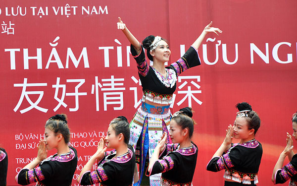 Vietnamese enthralled by Chinese art performances, call for more exchanges