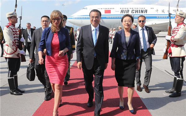 Premier Li arrives in Bulgaria for official visit, China-CEEC meeting