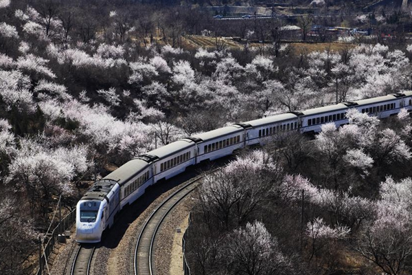 100-year-old railway witnesses 'China speed'